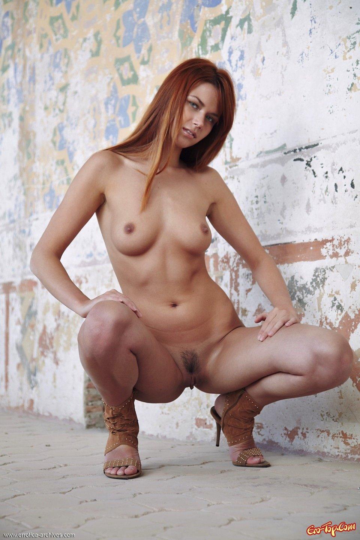 Рыжие полностью голые девушки 17 фотография