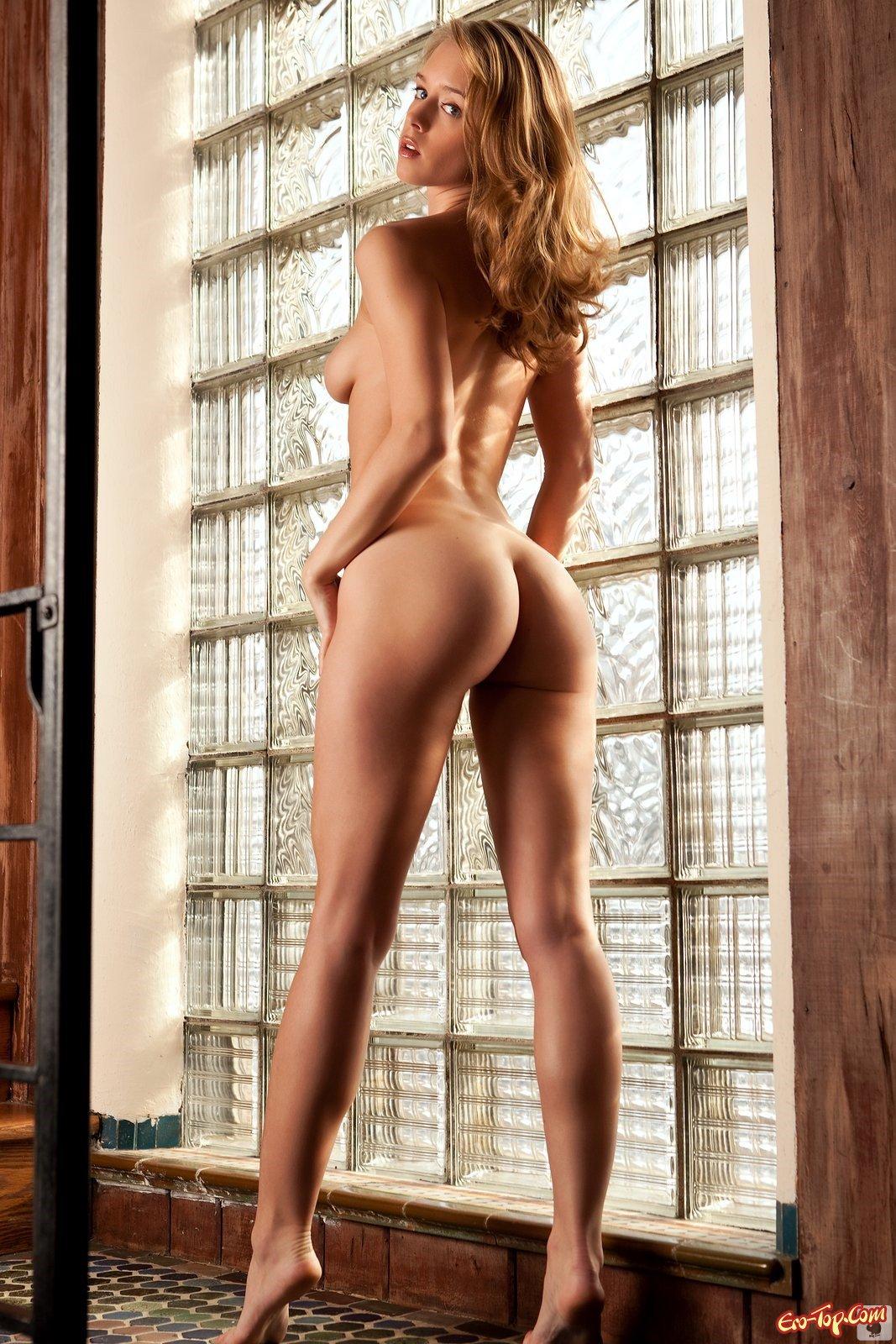 Laura Lynn - голенькая блондинка плейбоя. Фото эротика.