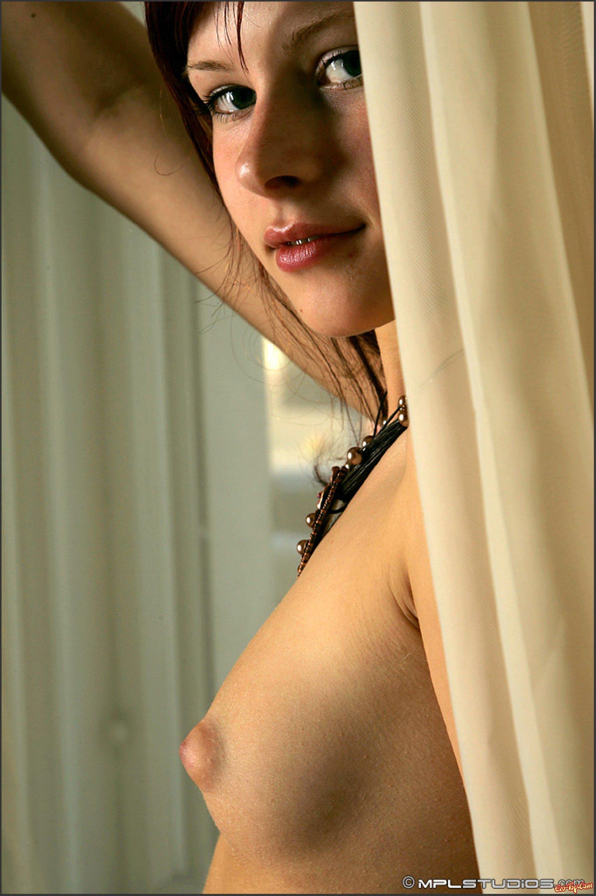 Рыженькая голая девочка