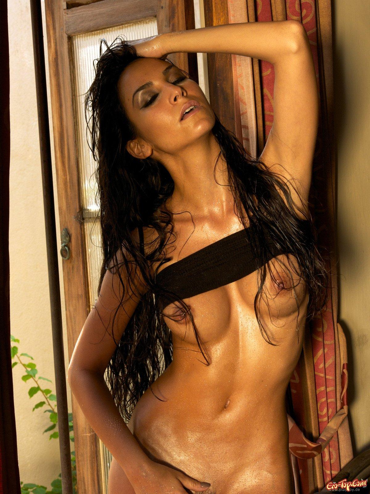 Турецкая красоточка Sila Sahin секс фото