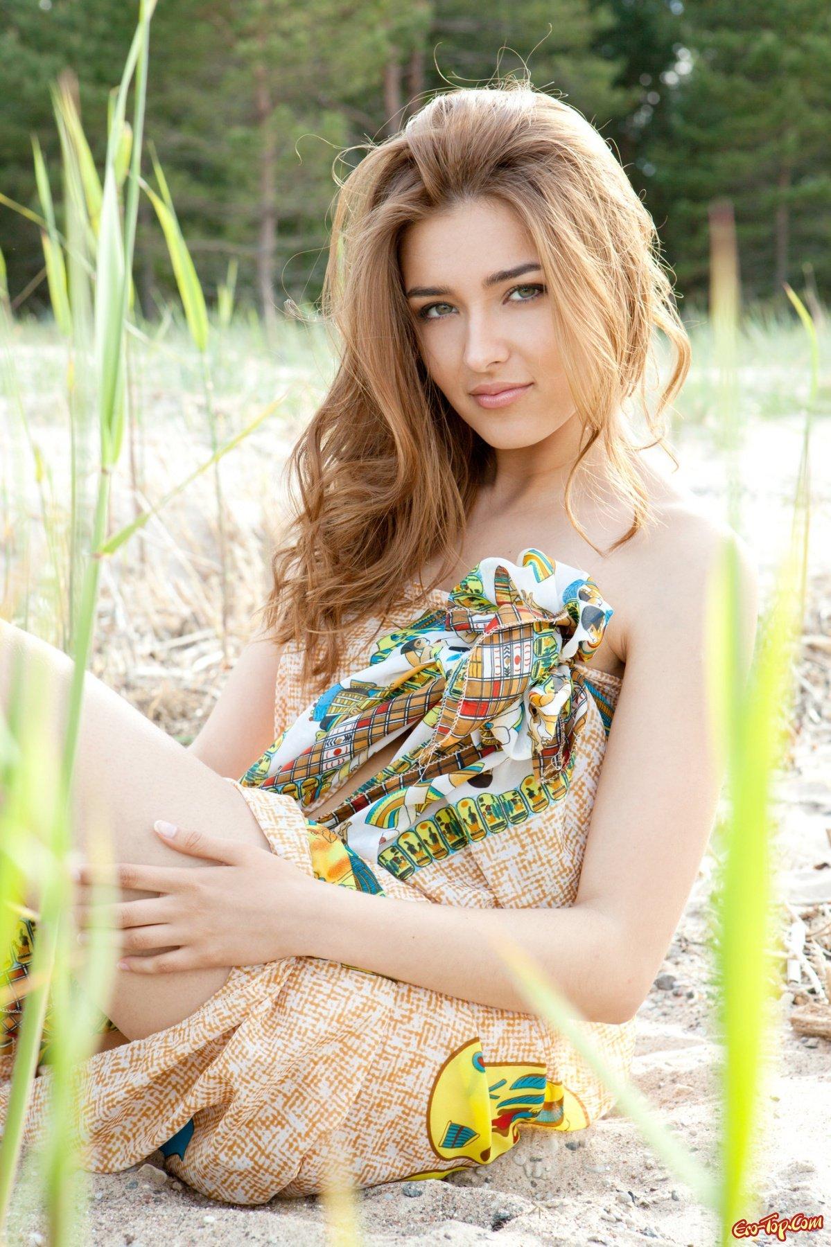 Adriana F. на природе