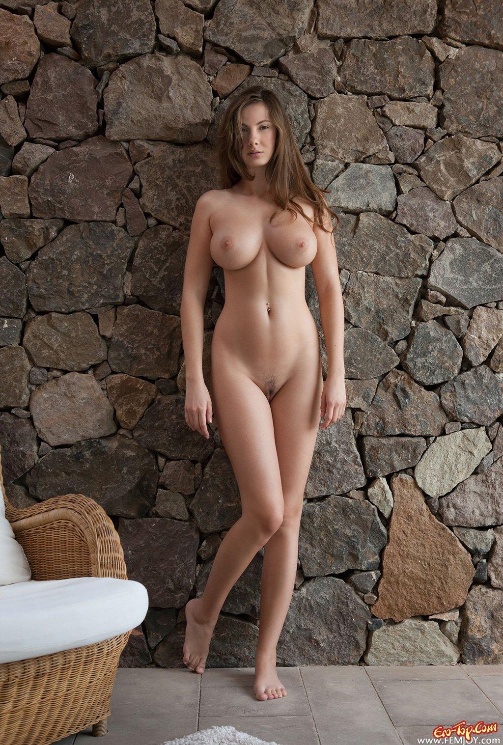 С большой грудью голая 26 фотография