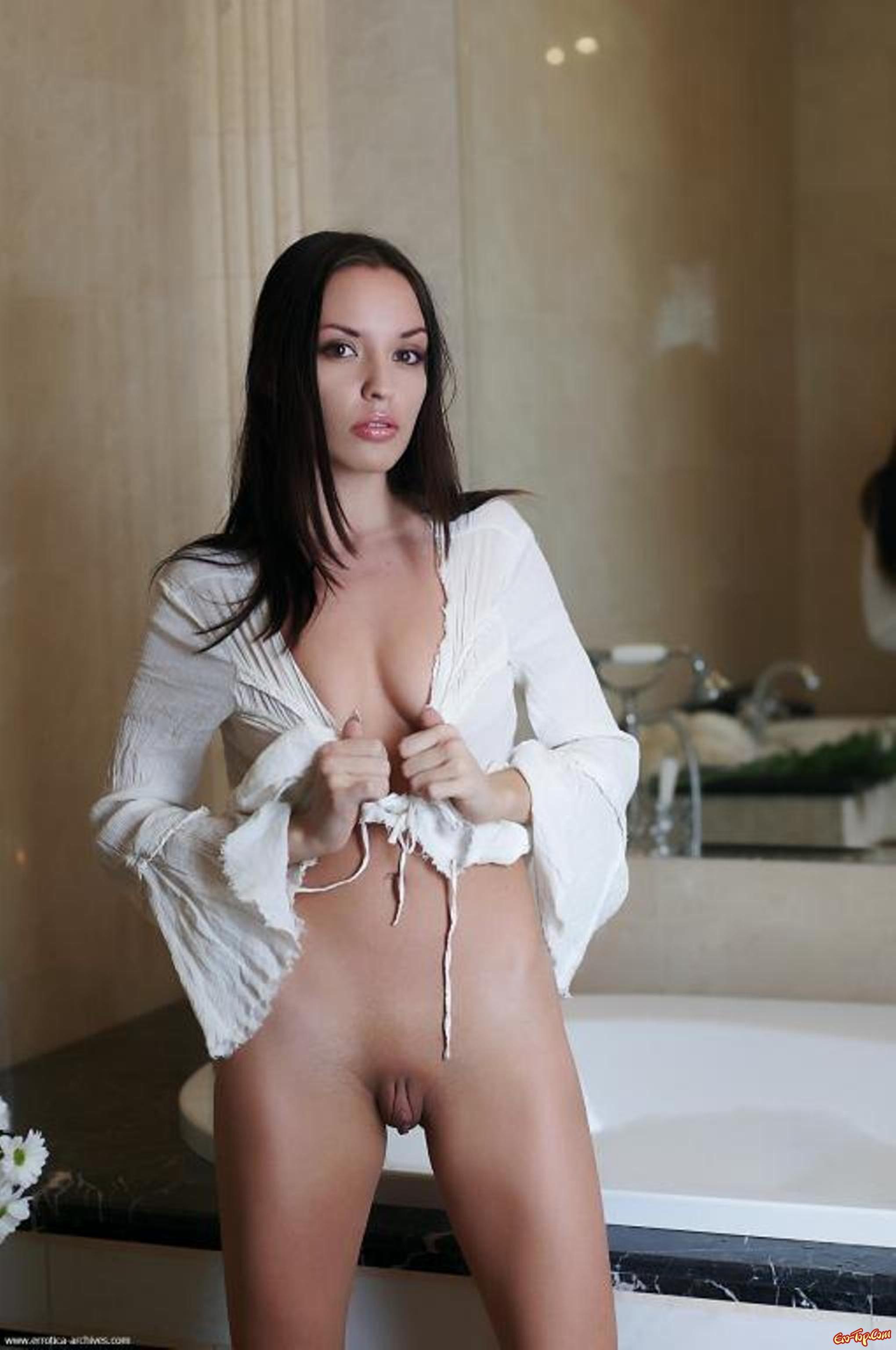 Влажная ухоженная киска секс фото