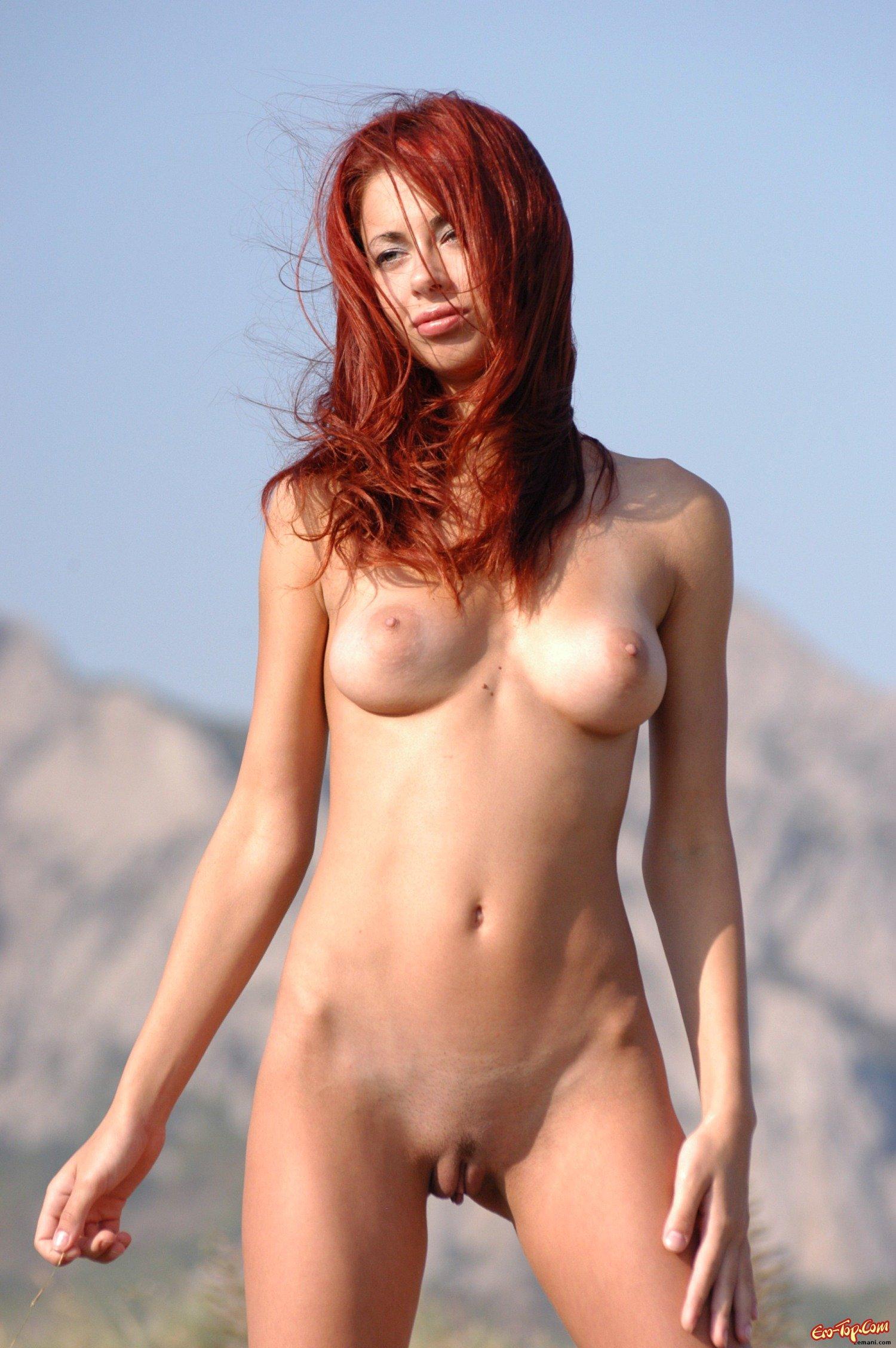 Голая проститутка в поле