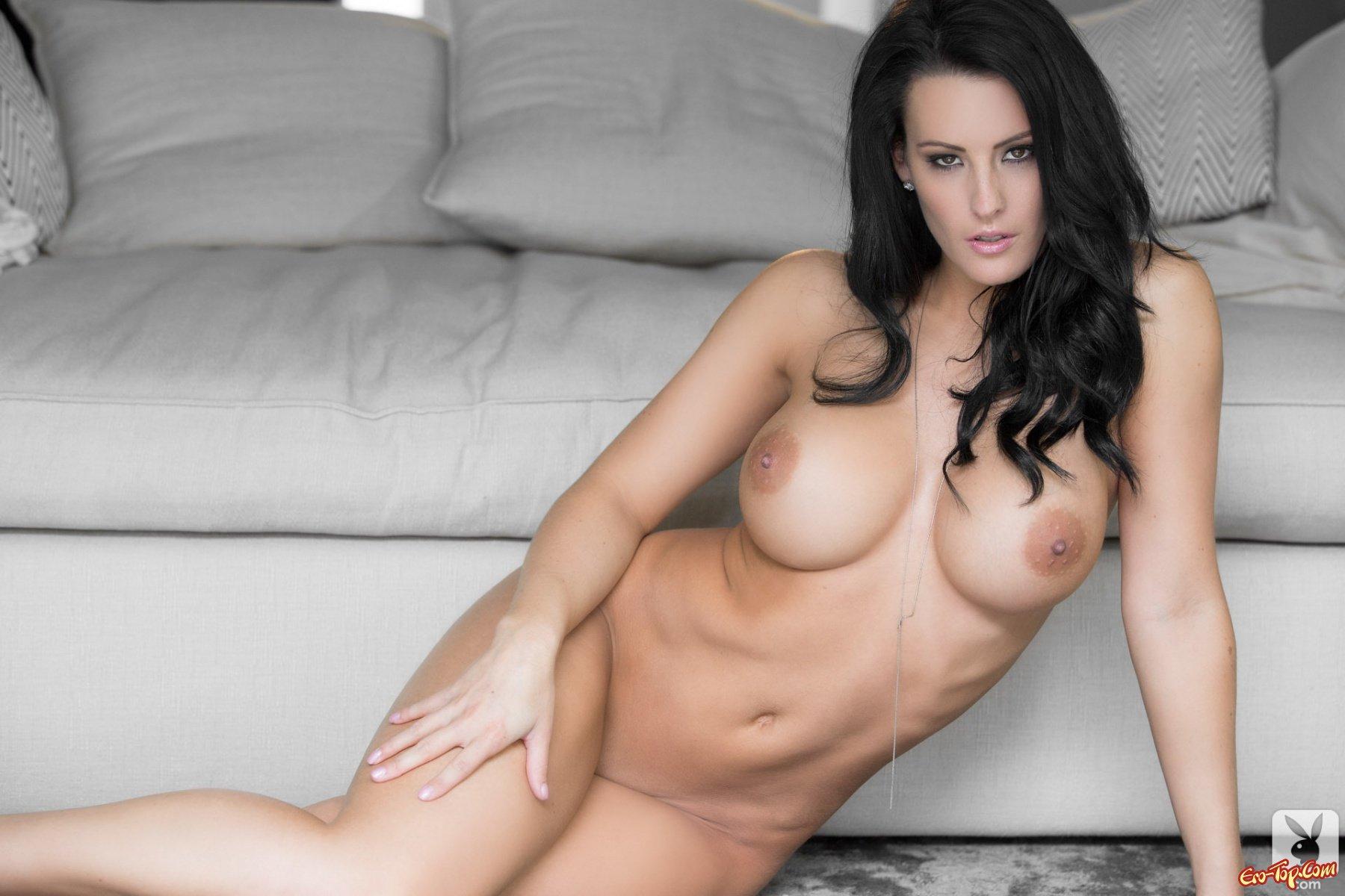 Красивая брюнетка порно актриса