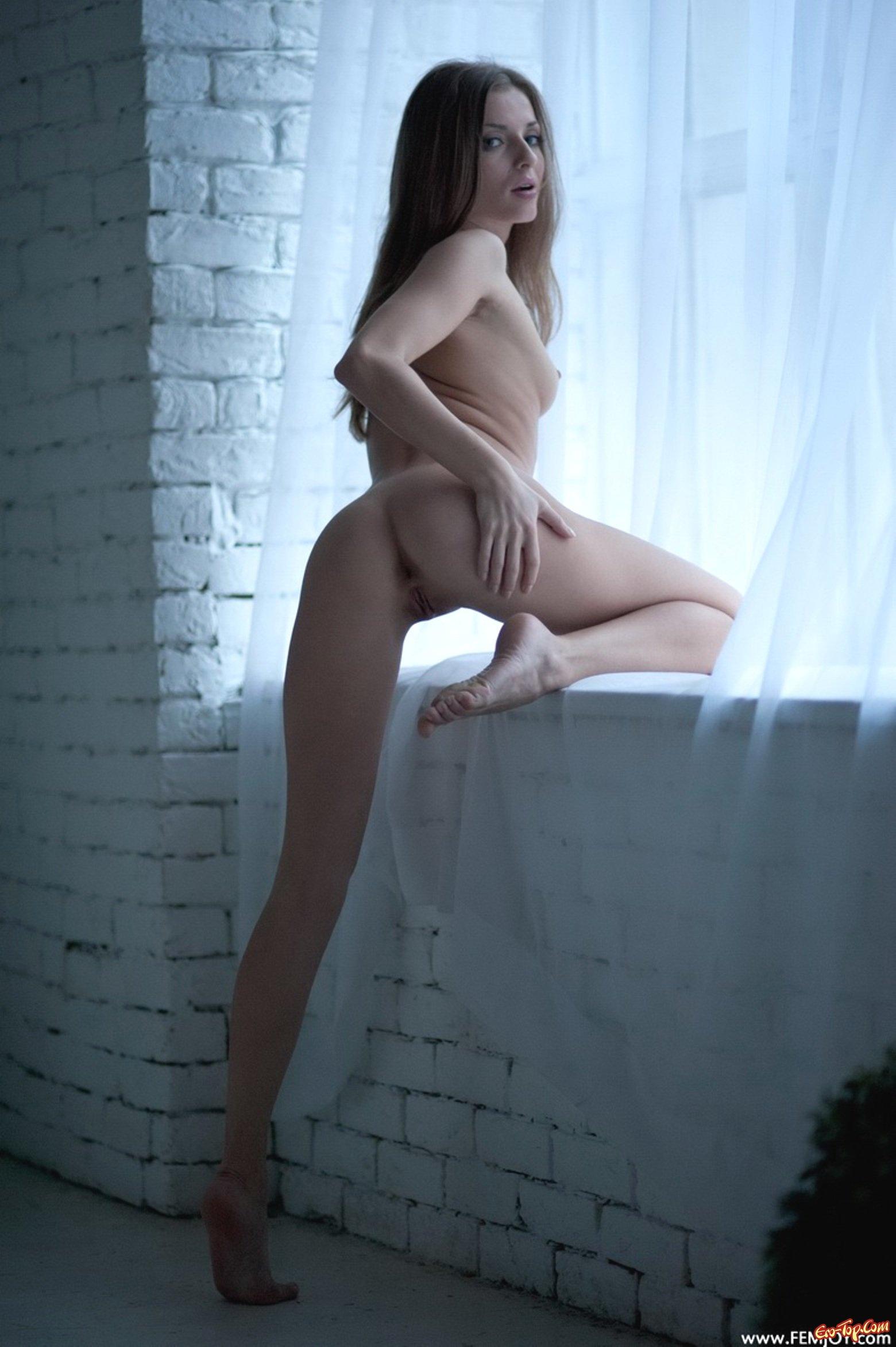 Фото красавица в белых чулках 20 фотография