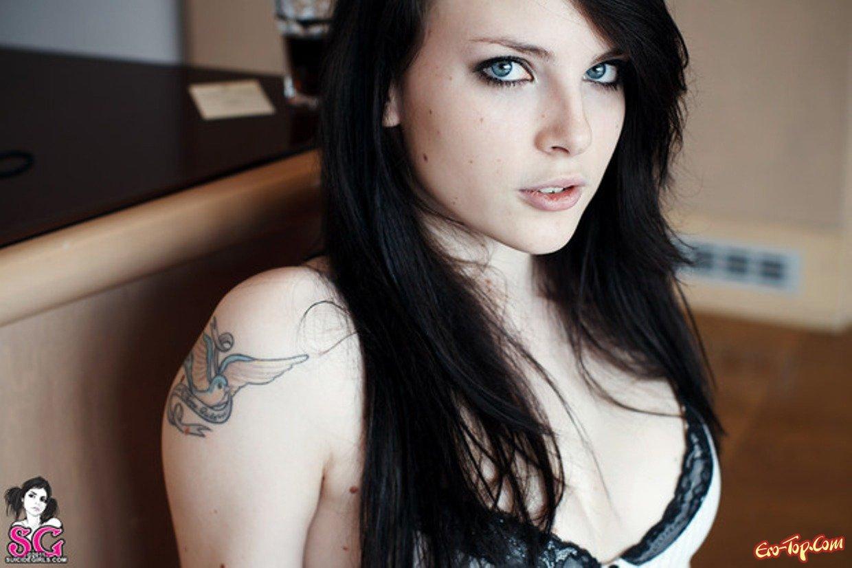 Крошечная голые сиськи секс фото