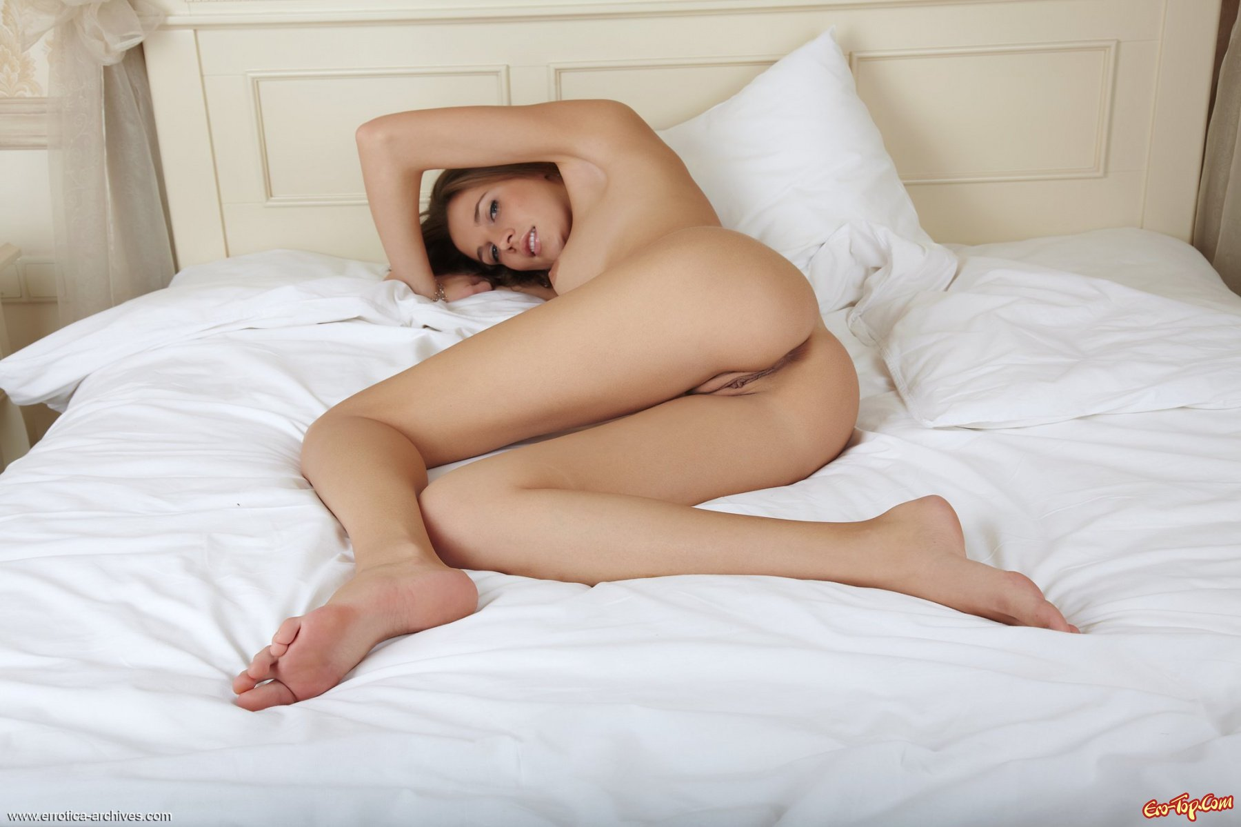 Голые фотомодели в постели фото 504-269