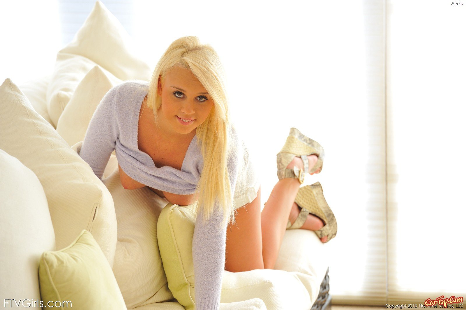 Упитанная блондинка