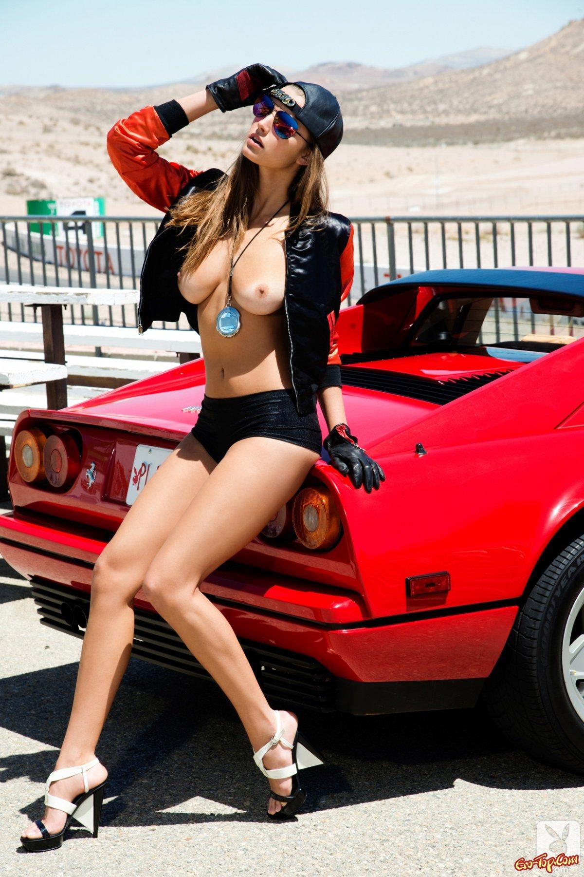 Голые Девушки В Гоночных Машинах