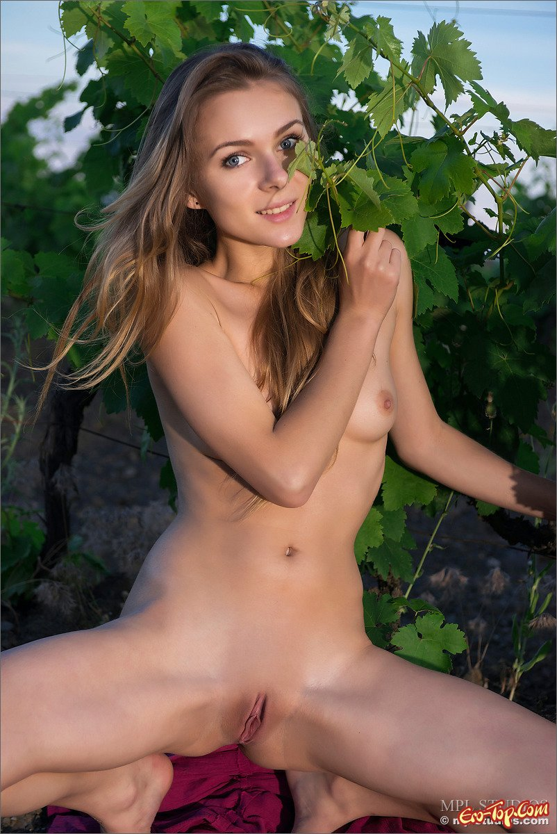 Девчонка на поляне