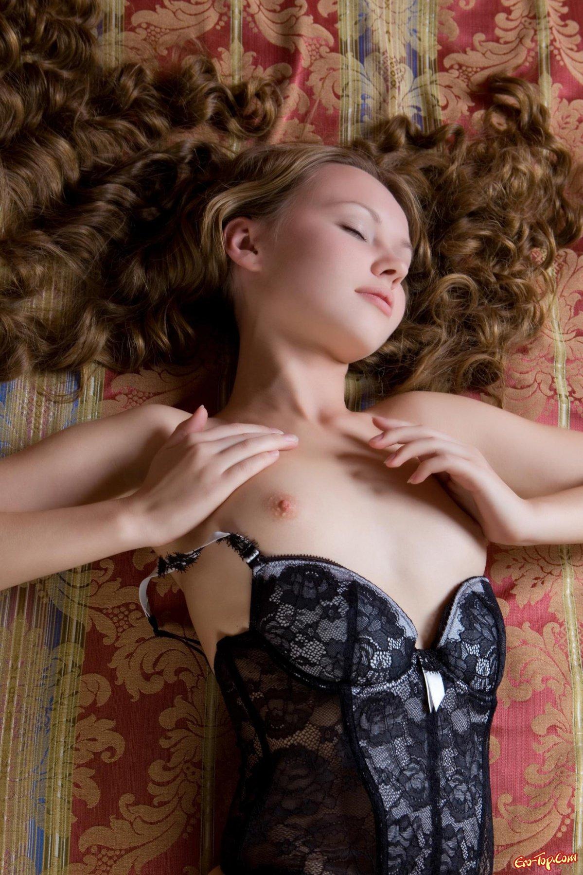 Юная голая девушка