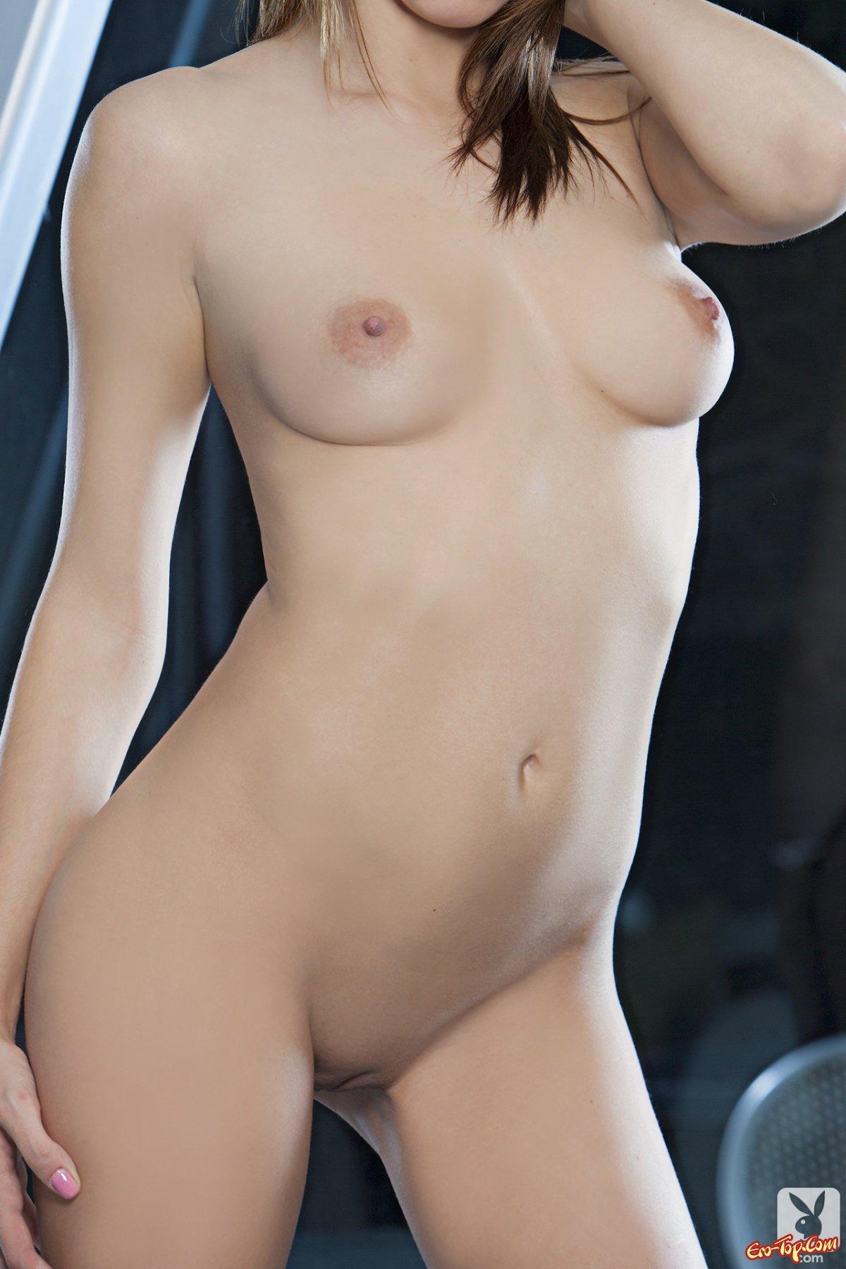 Девушка с упругой грудью
