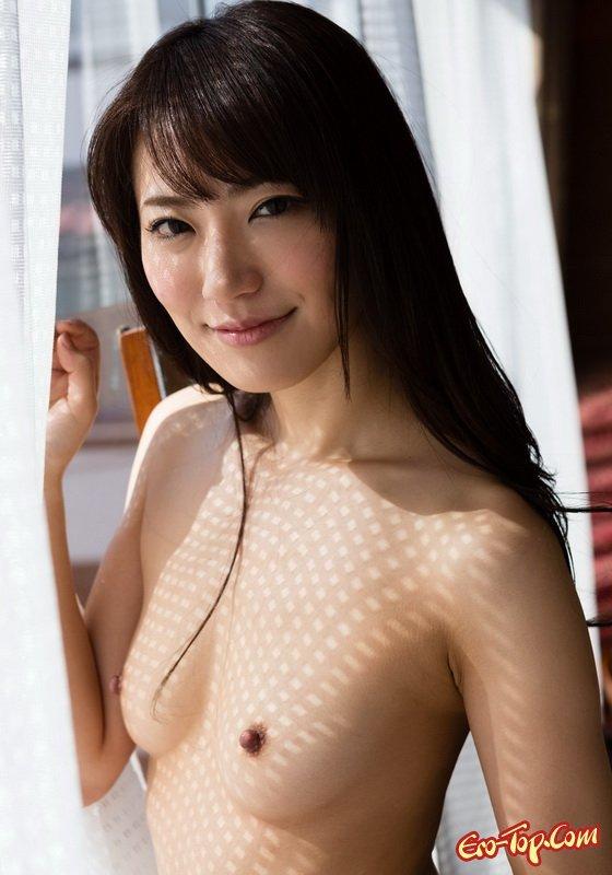 Прекрасная нагая азиатка