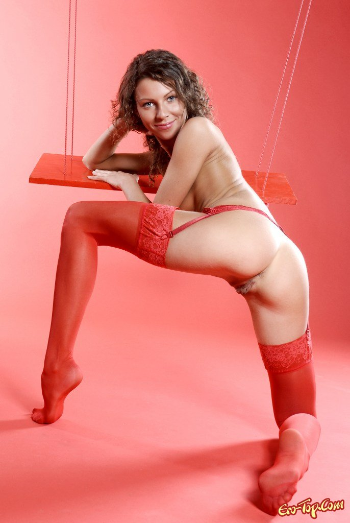 Проститутка в красных гольфах