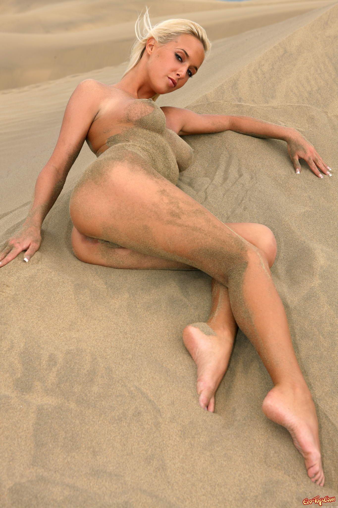 Чика в пустыне