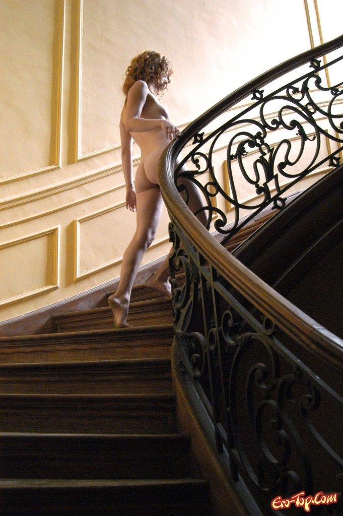 фокс питал красивая голая на лестнице кроме того