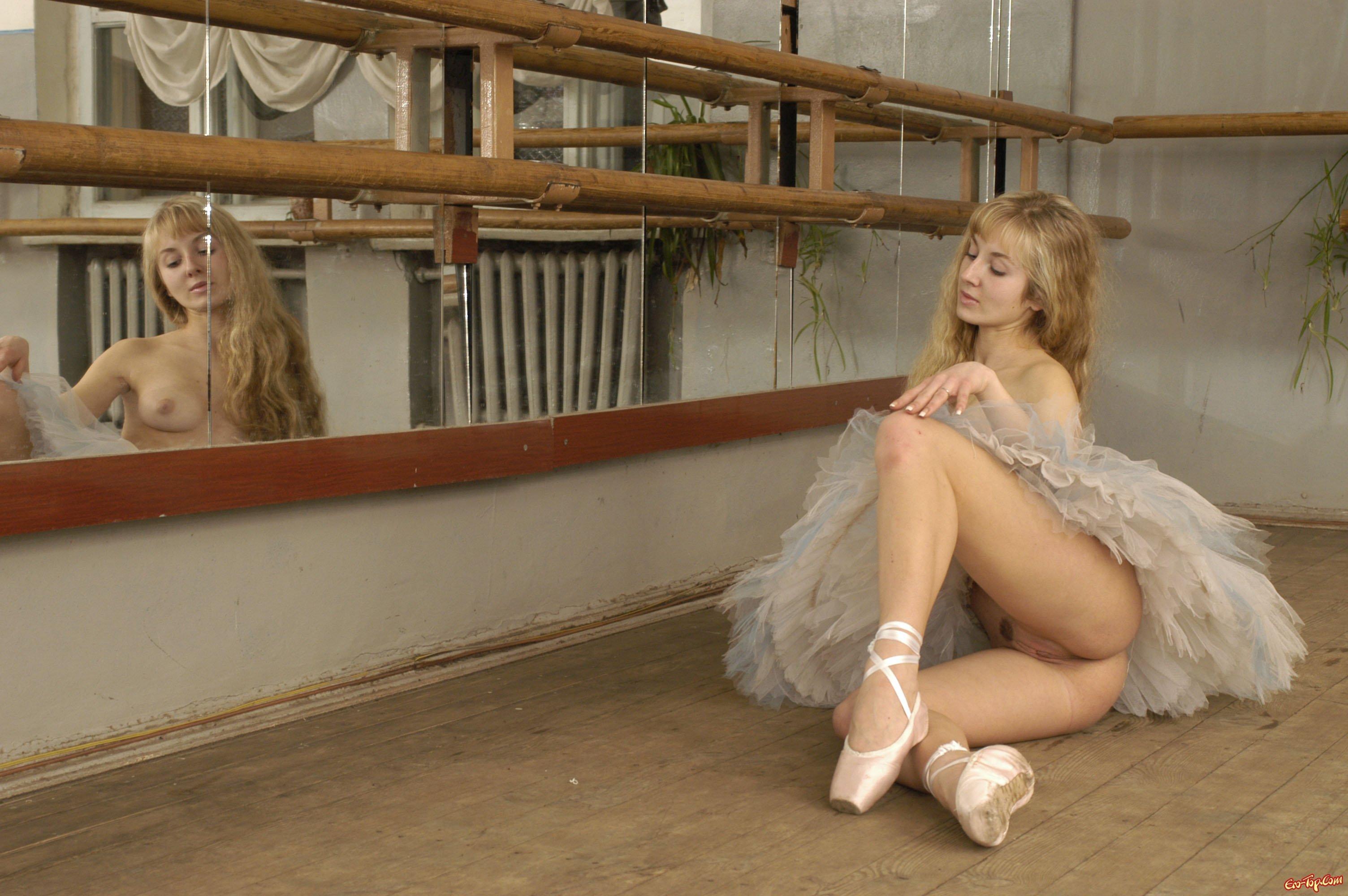 Эро фото балерина в юбочке 7 фотография