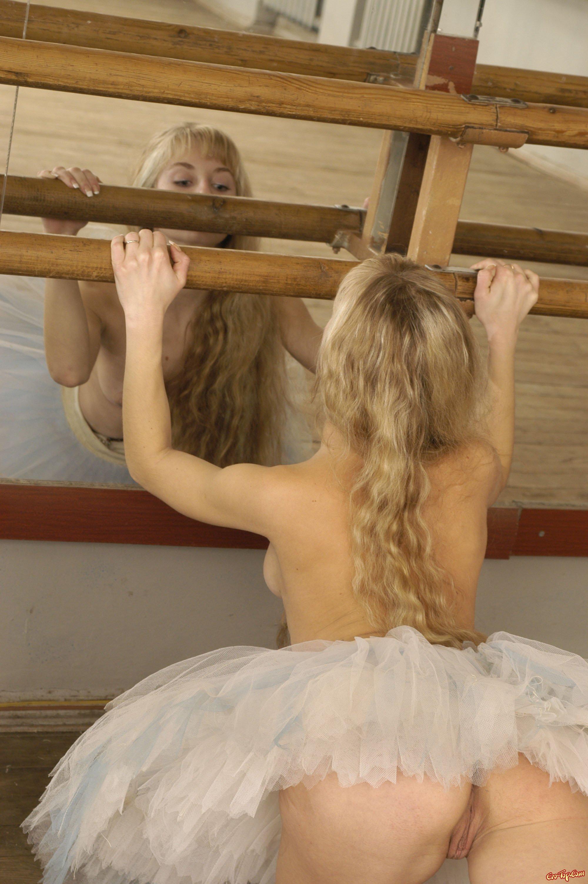 Обнаженная балерина