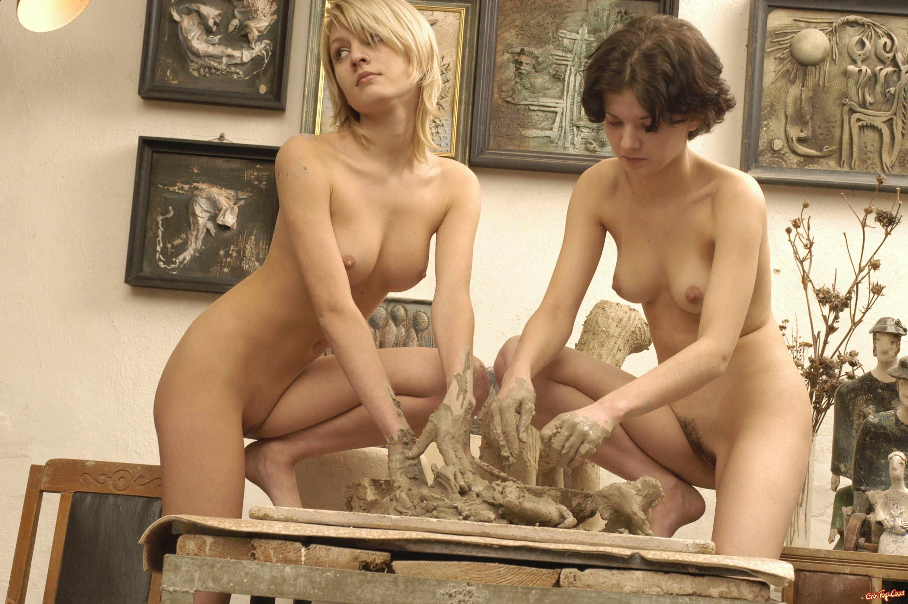 Фотот голые девушке на работе