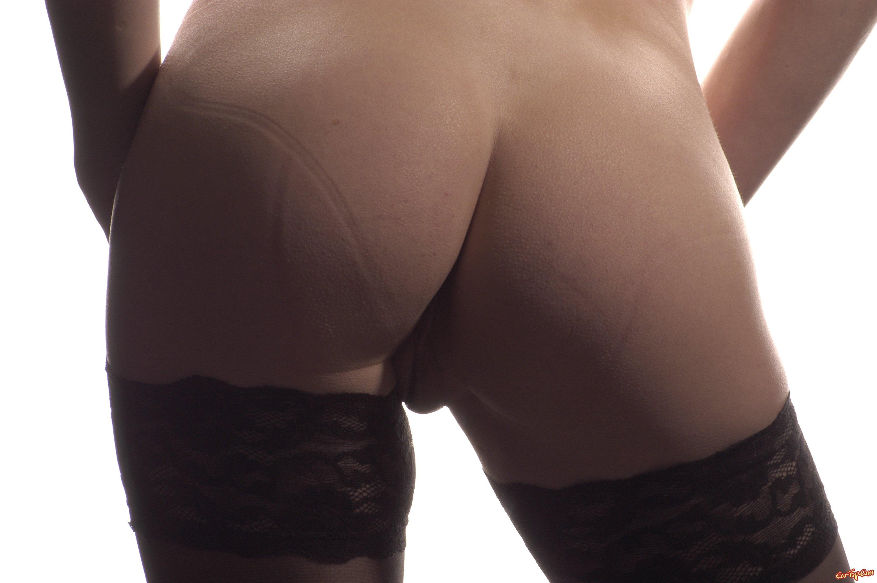 Показала большие круглые сиськи