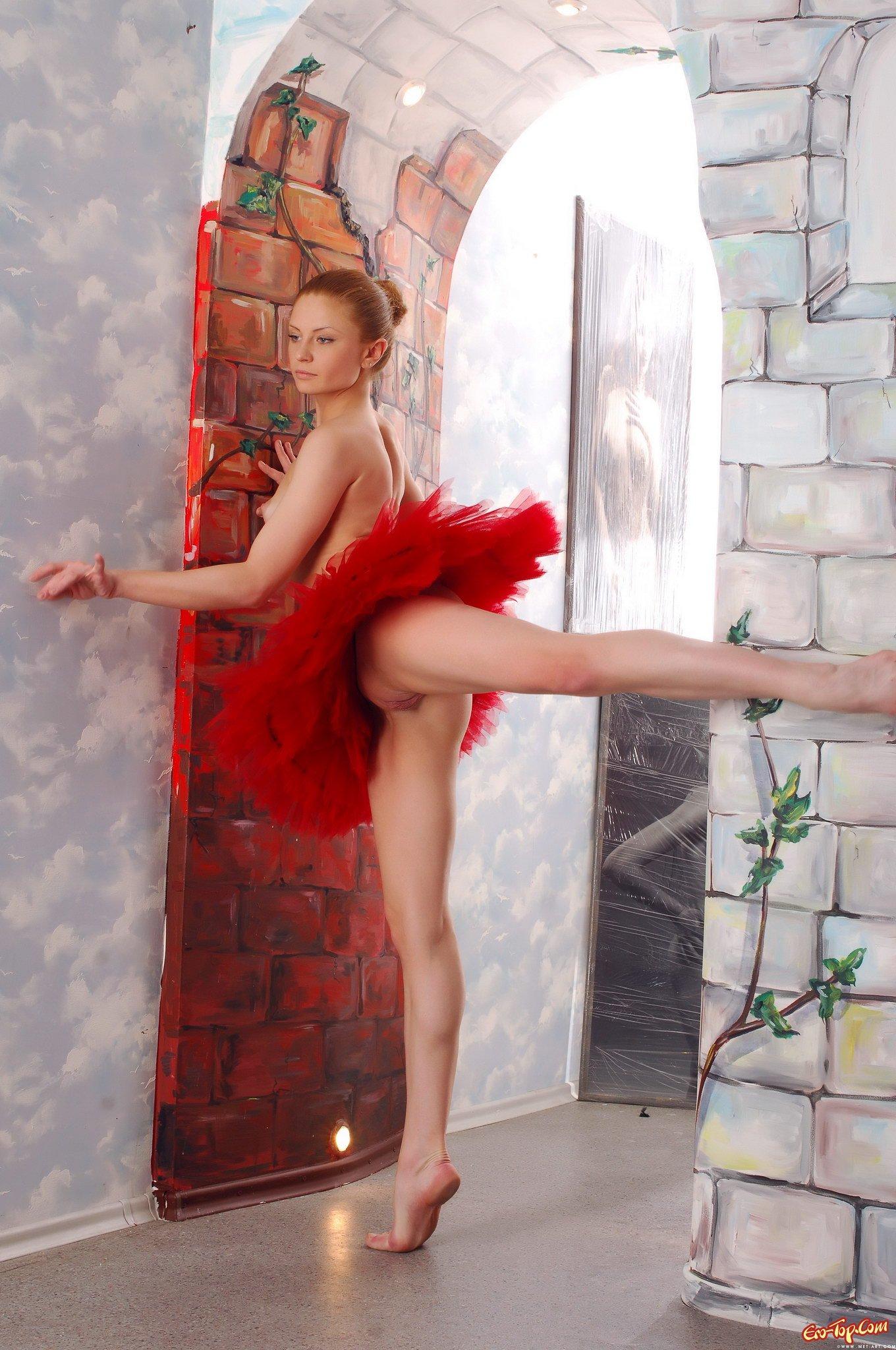 Голая балерина на шпагате фото 637-673