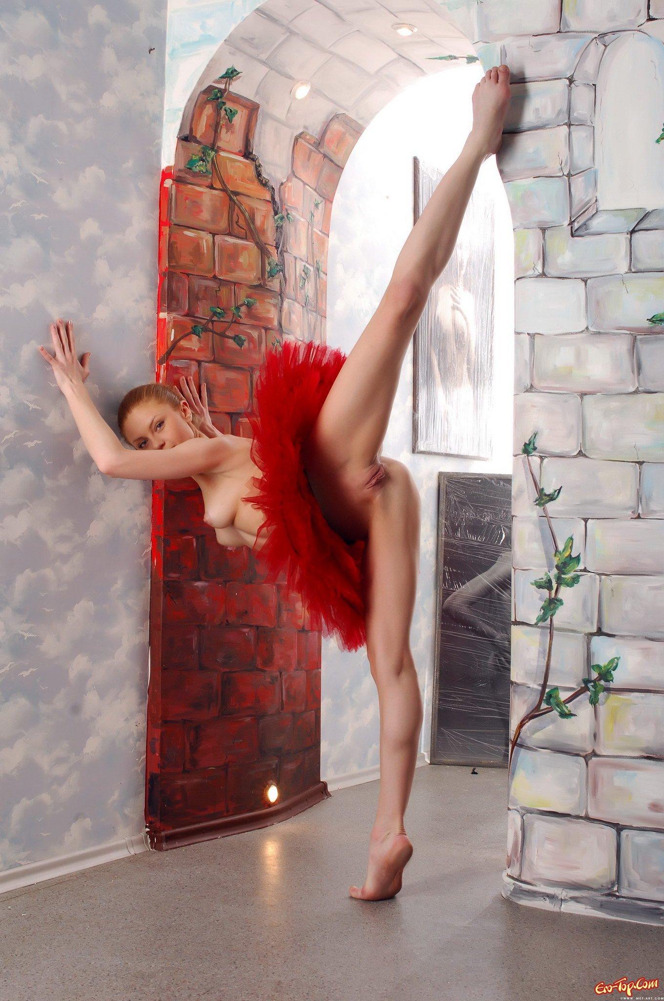 Голая балерина на шпагате фото 400-469