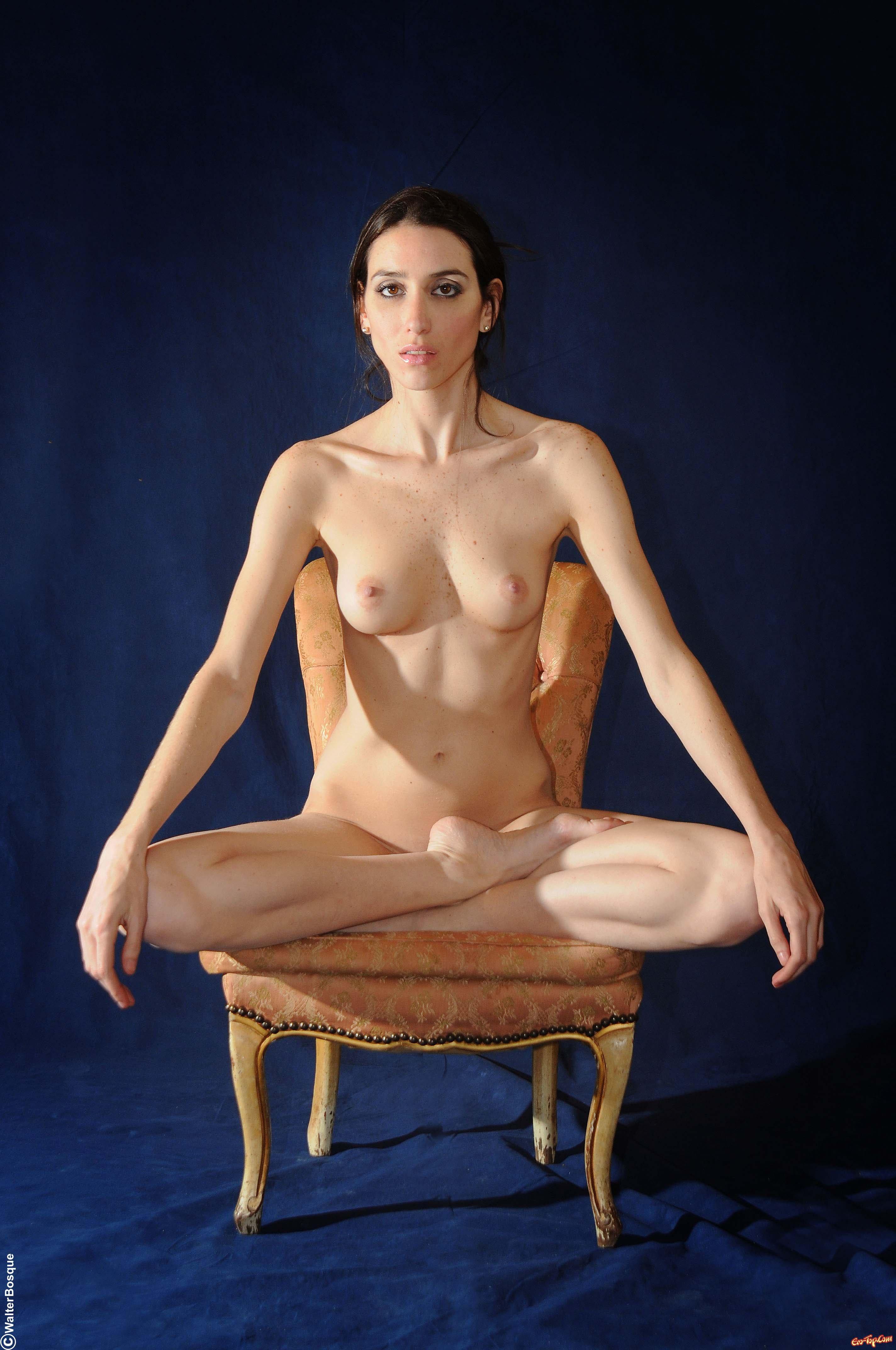 картинки голых девушек в позе лотос