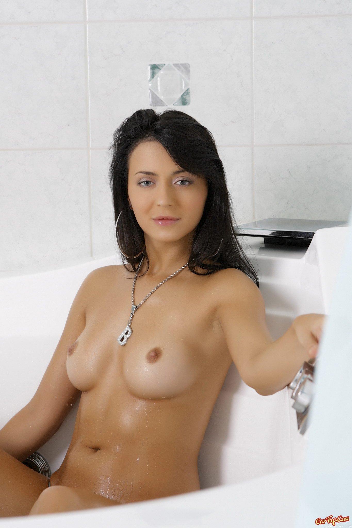 Мокрые сиськи секс фото