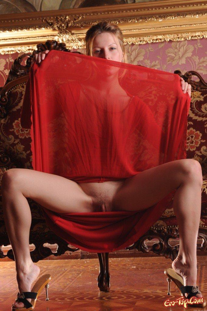 очаровательная леди в платье фото эротика