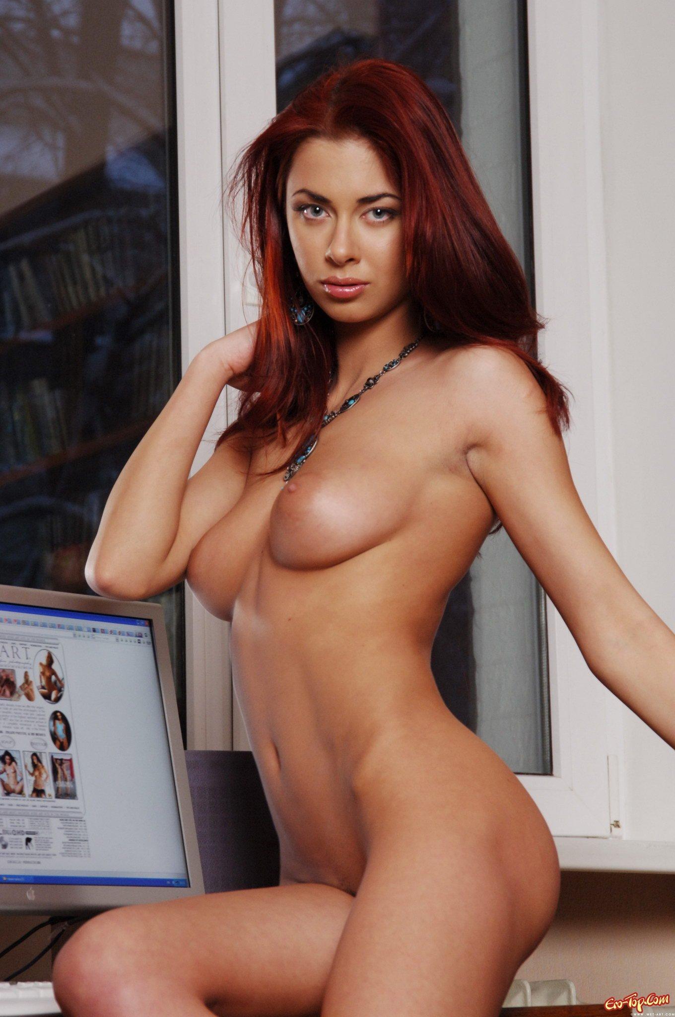 эротическое фото секретарш в чулках