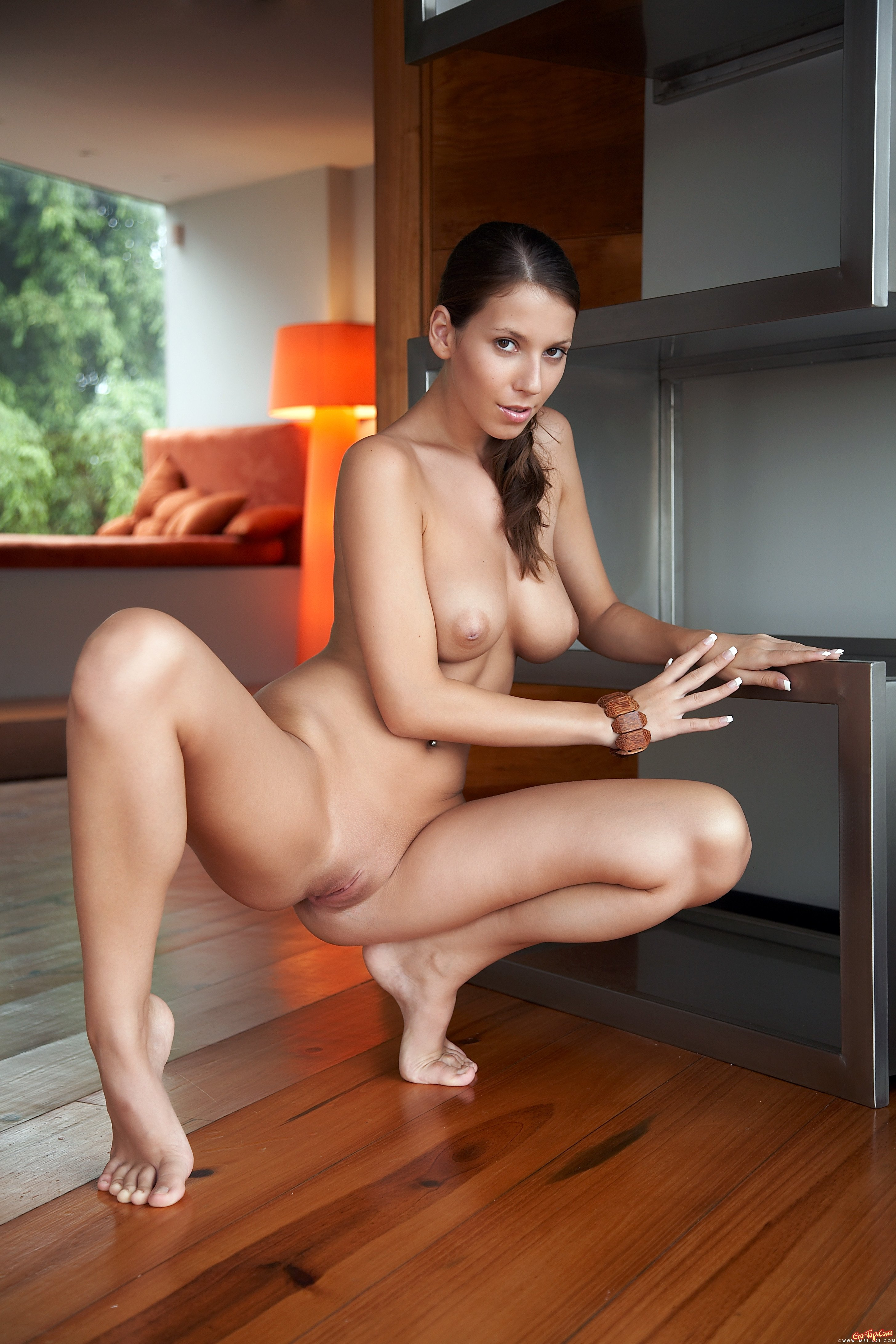 Фото красивые голые женщины раздвигают ножки 17 фотография