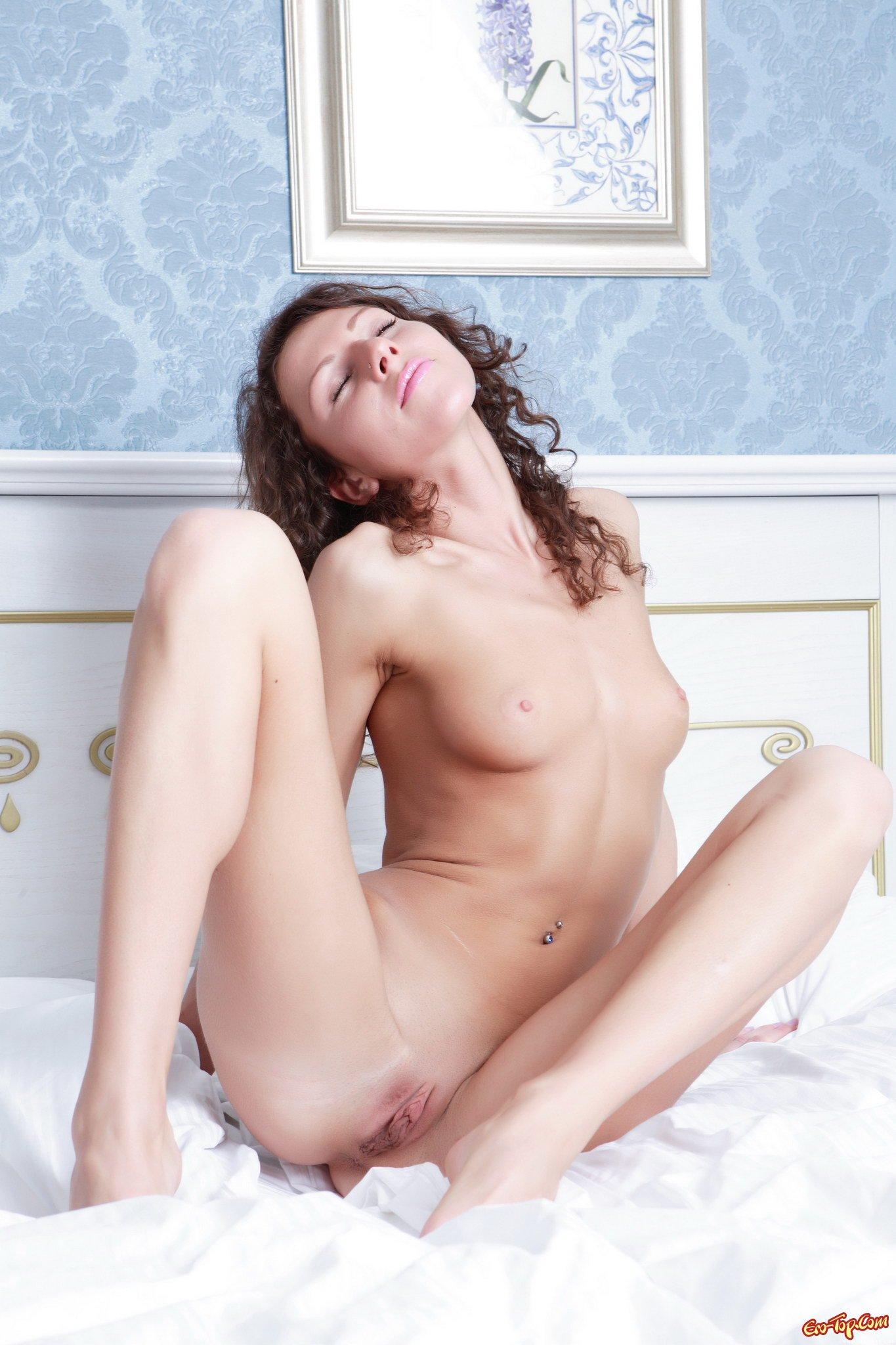 Жена в постели