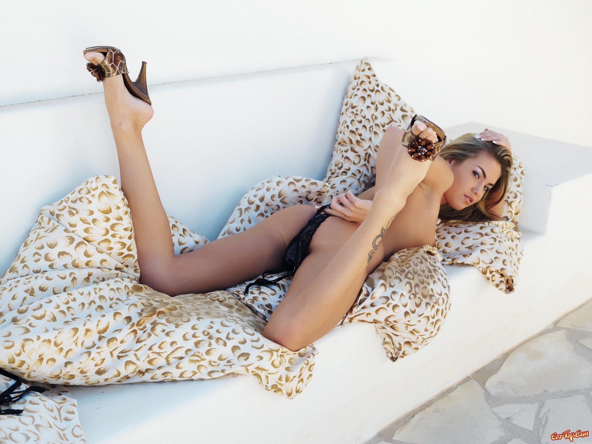 Красивая голая грудь
