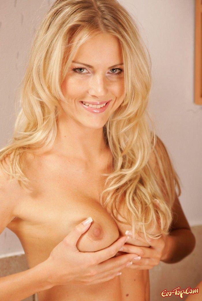 Груди блондинки секс фото