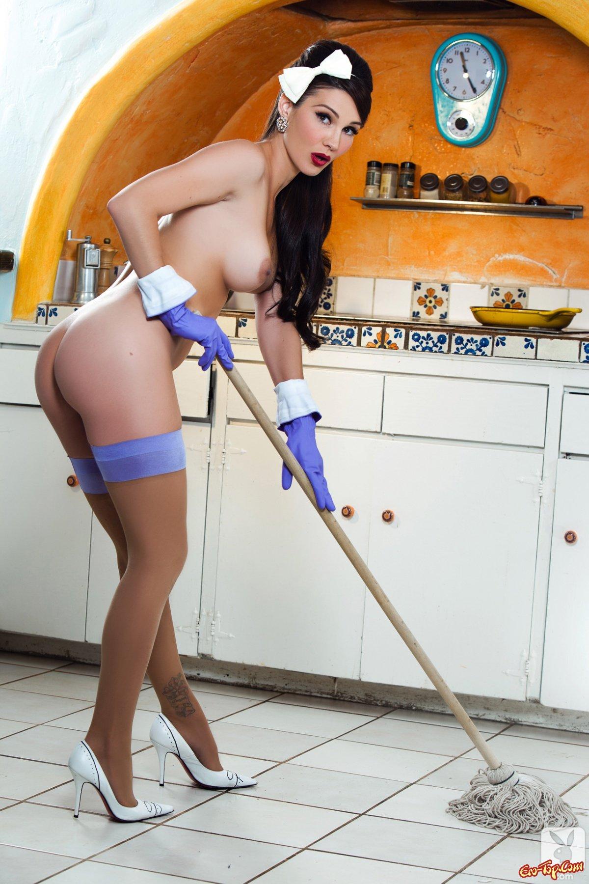 работницы фото голой дом