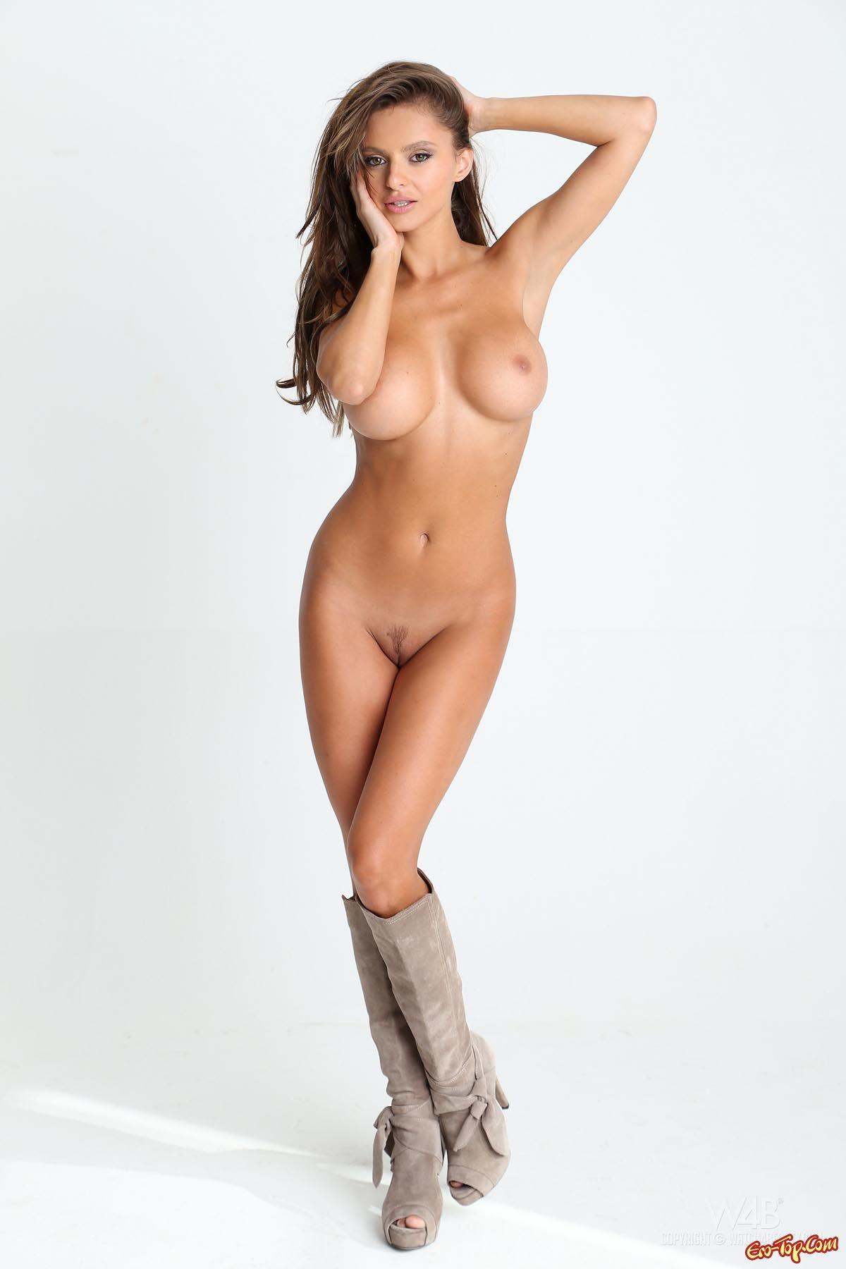 visokie-stroynie-devushki-golie