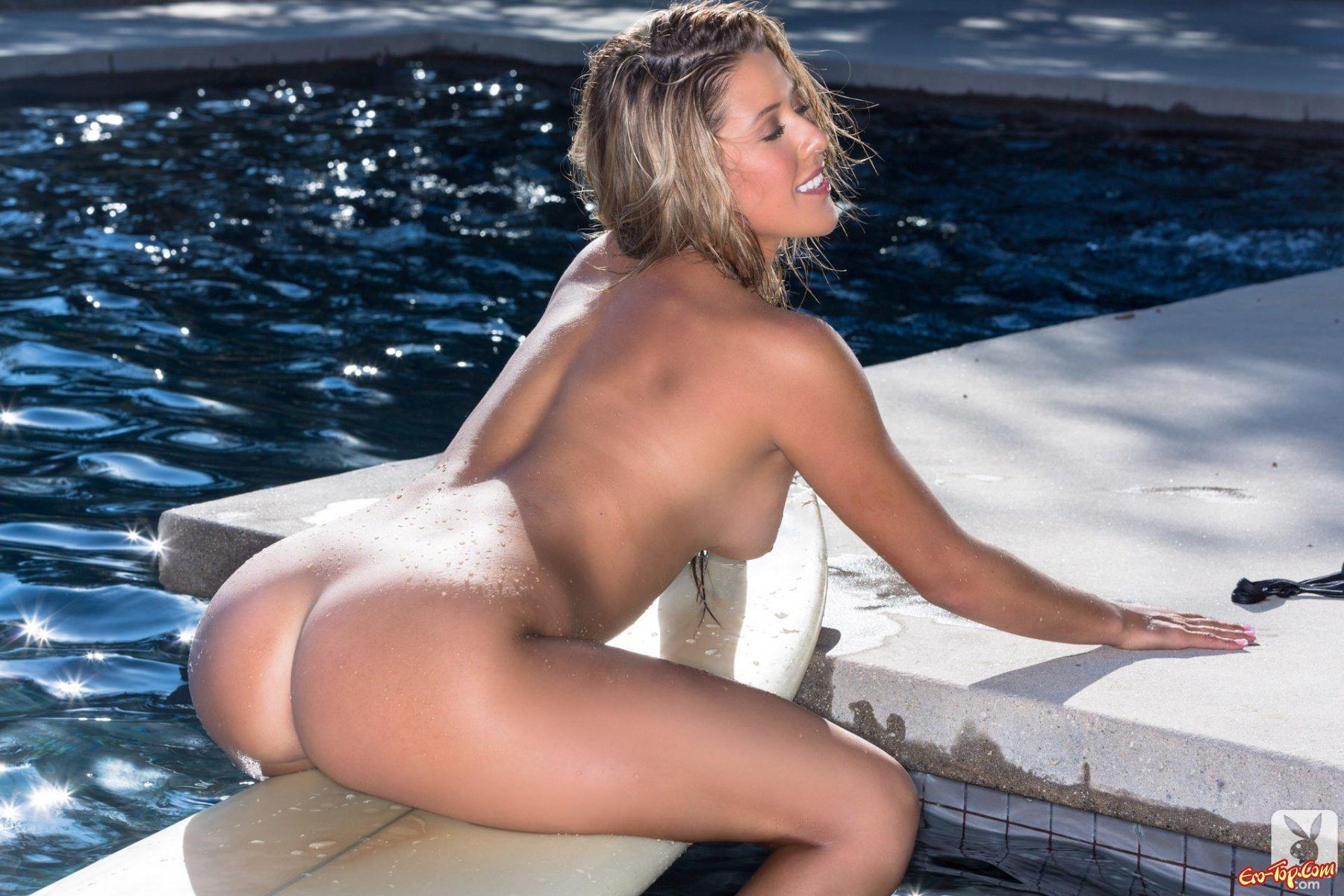 Модель в купальнике