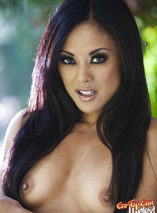 Азиатка с огромной грудью секс фото