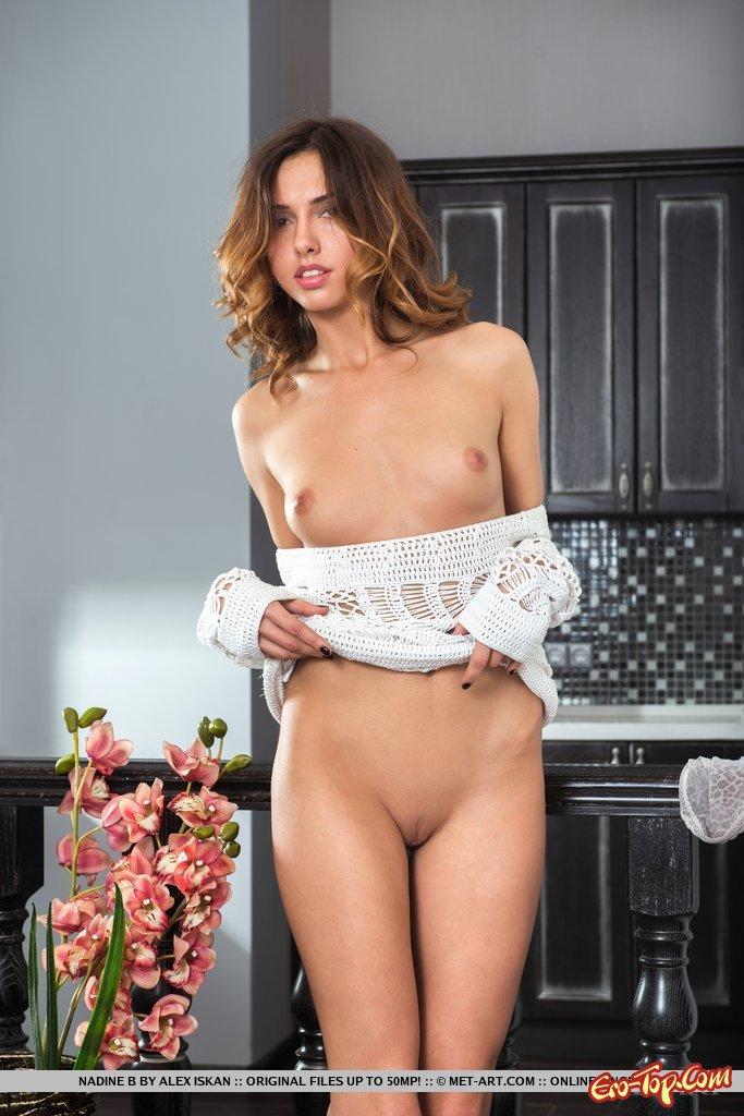 Фото модель с цветами