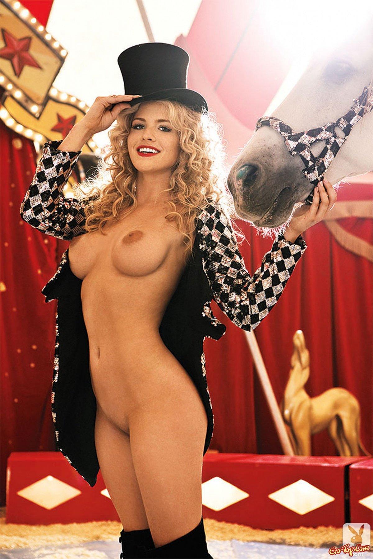фото голых девушек из цирка