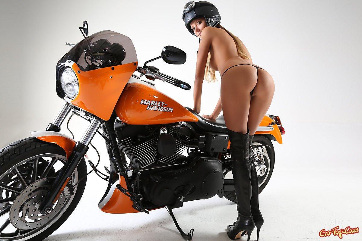moto-golie-devki