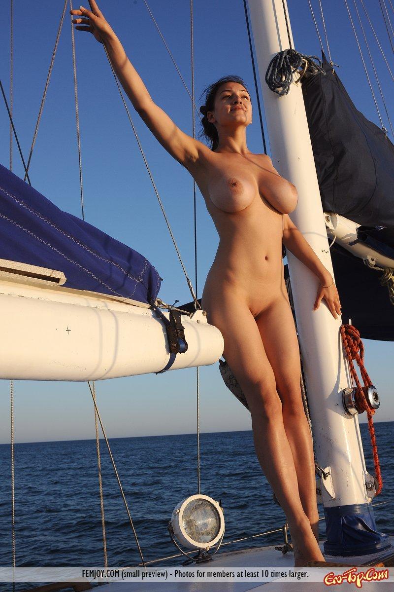 Девки сиськи яхта фото 55-888