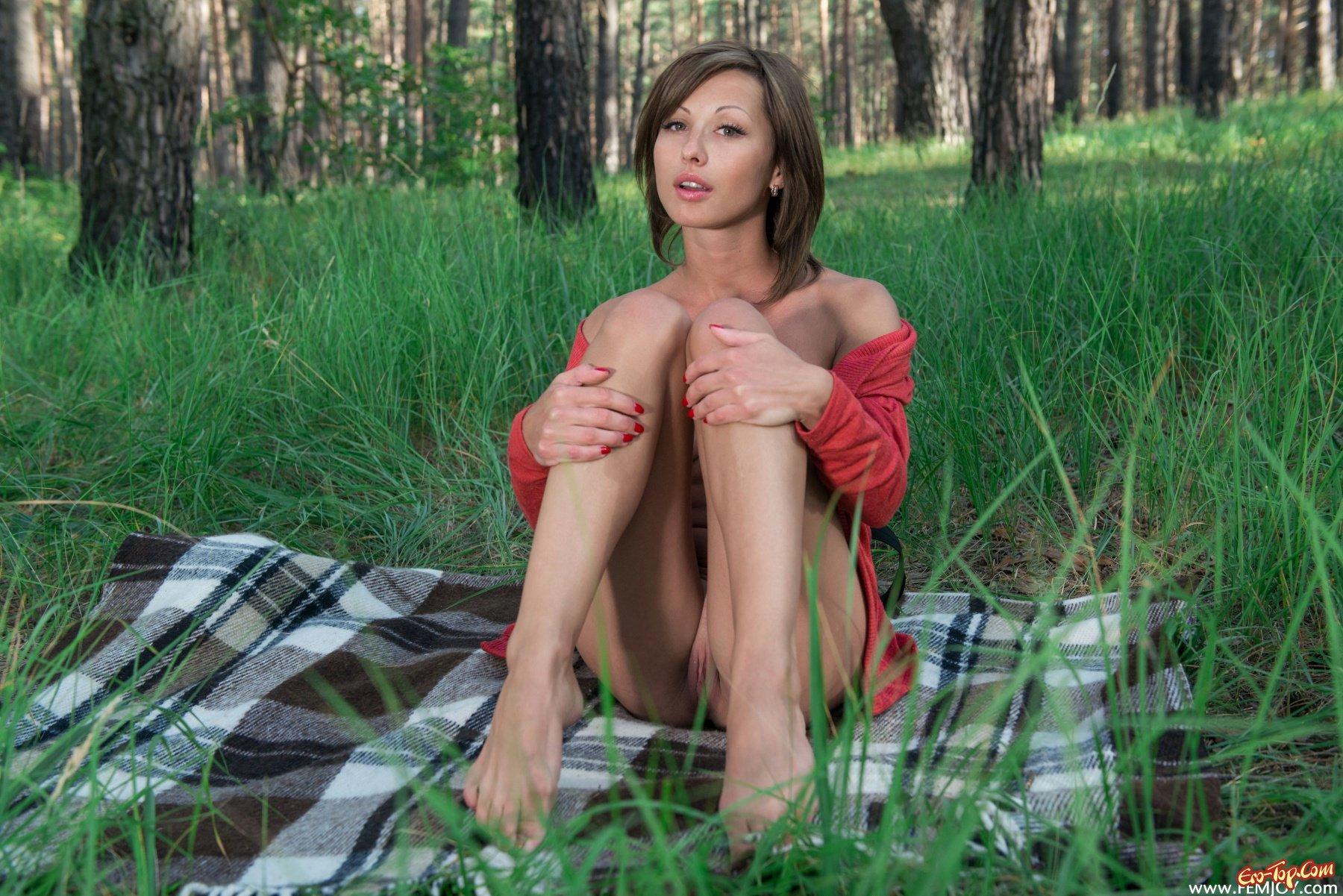 Красивая голая русская девушка