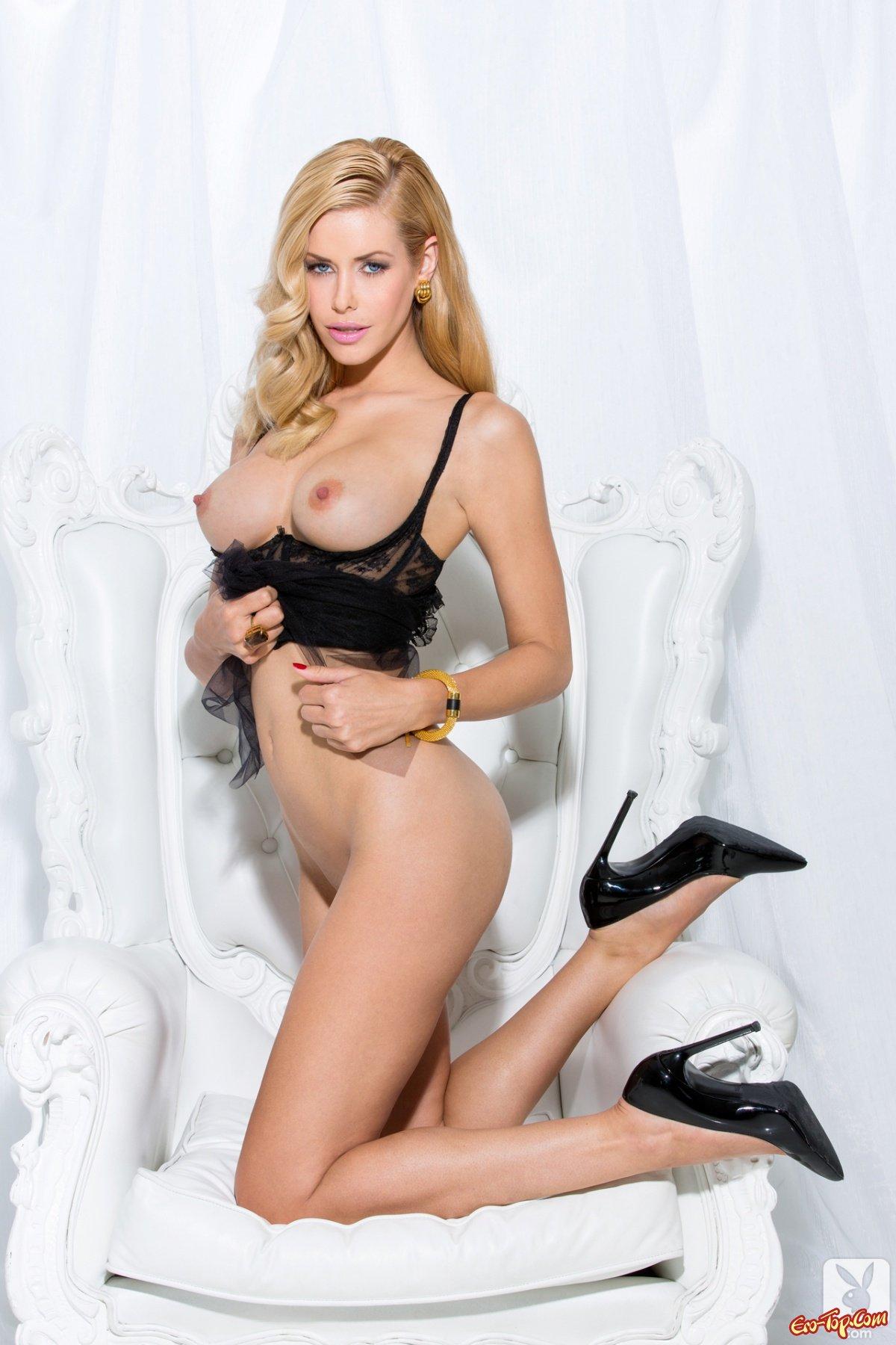 Блондинка на высоких каблуках