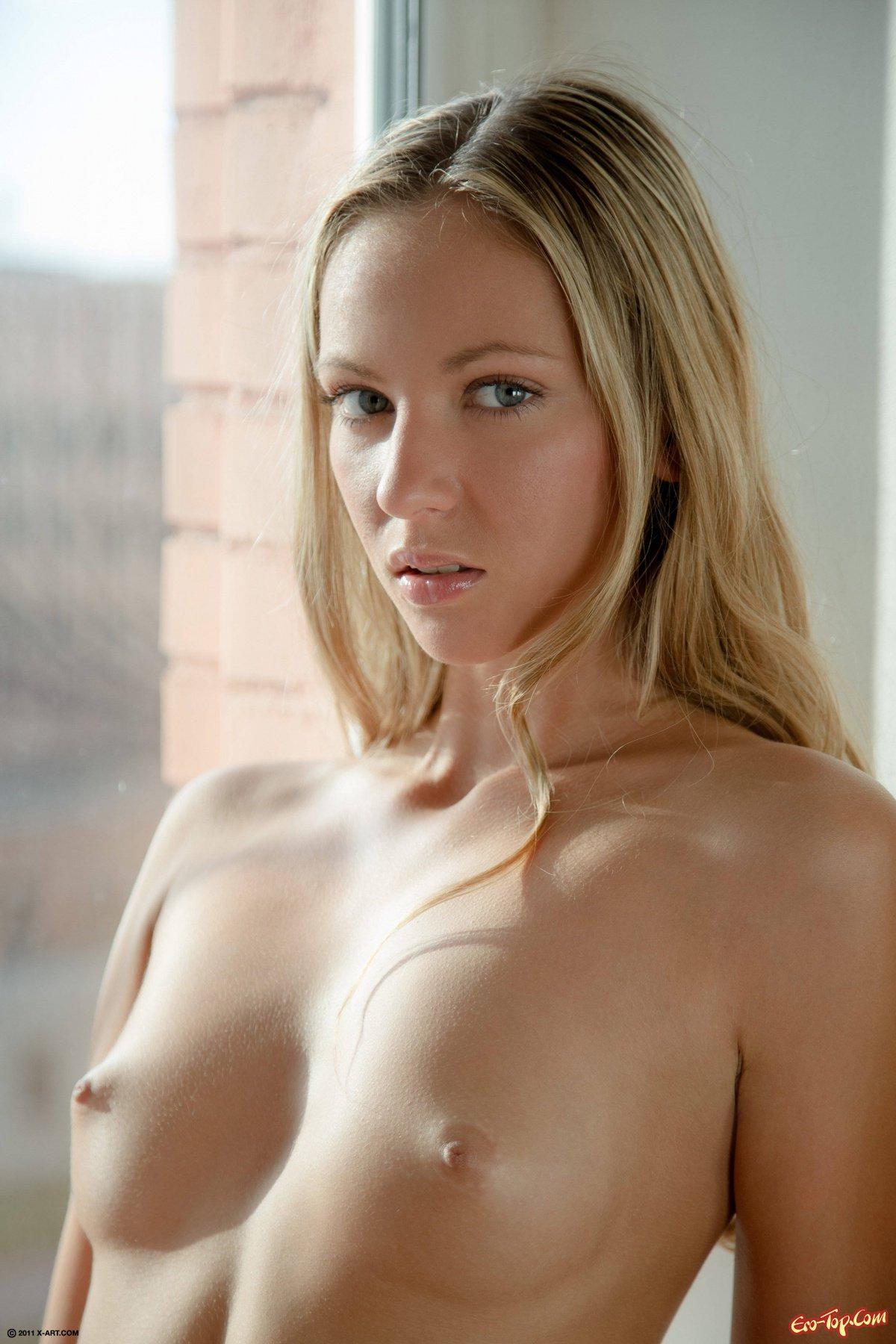 Хорошенькая голая сучка фото секс фото