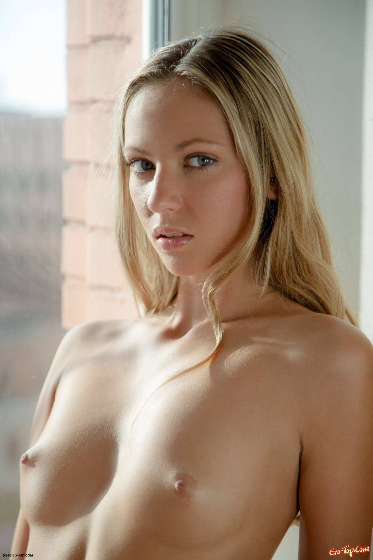 Милая голая шлюшка фото