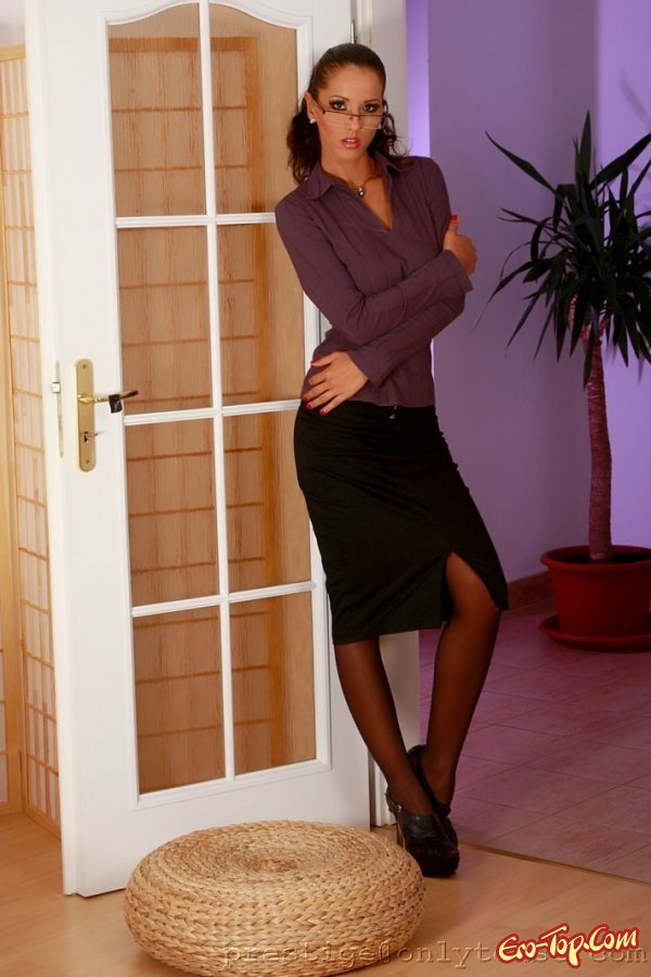 Женщина с большой голой попой  фото