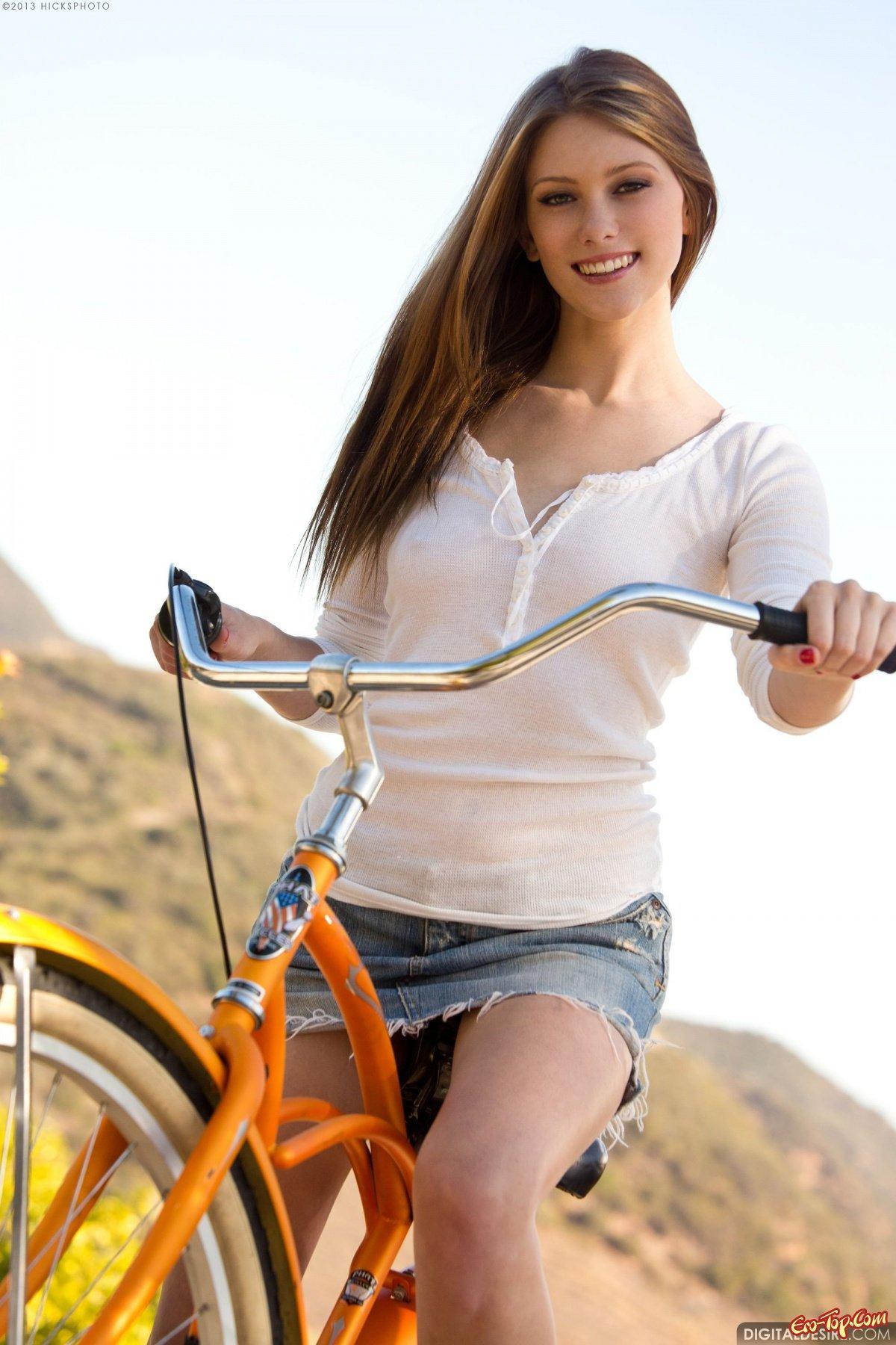 Фото голой попки на велосипеде 21 фотография
