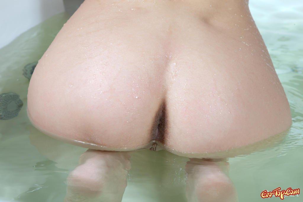 Сырая модель в душе